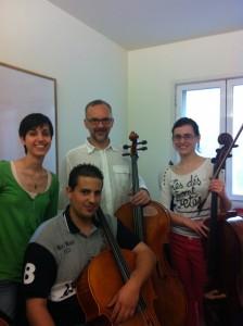 Ángel Luis Quintana con sus alumnos en los encuentros magistrales de Violoncello