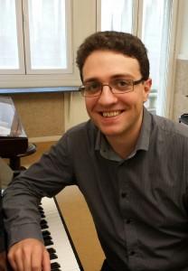 Manuel Bocos profesor de piano y pianista acompañante del curso de verano cuerdas al aire