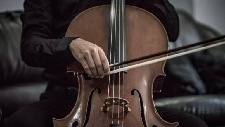 Clase de violonchelo gratuita para niños